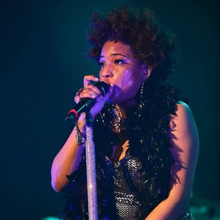 Macy Gray Performs During Her 14th Anniversary - On How Life Is - macy-gray-performs-during-her-14th-anniversary-06