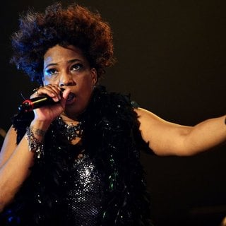 Macy Gray Performs During Her 14th Anniversary - On How Life Is - macy-gray-performs-during-her-14th-anniversary-09