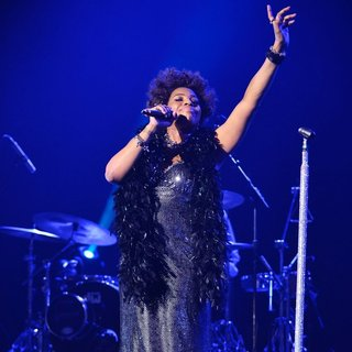 Macy Gray Performs During Her 14th Anniversary - On How Life Is - macy-gray-performs-during-her-14th-anniversary-10
