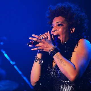 Macy Gray Performs During Her 14th Anniversary - On How Life Is - macy-gray-performs-during-her-14th-anniversary-12
