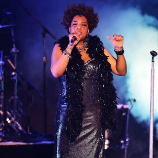 Macy Gray Performs During Her 14th Anniversary - On How Life Is - macy-gray-performs-during-her-14th-anniversary-13