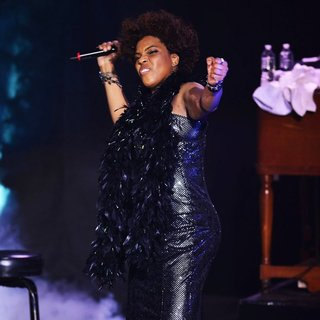 Macy Gray Performs During Her 14th Anniversary - On How Life Is - macy-gray-performs-during-her-14th-anniversary-14