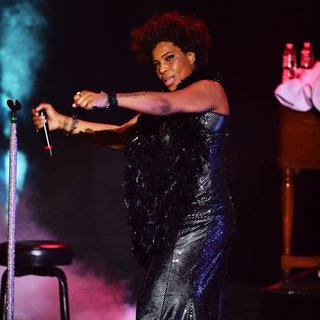 Macy Gray Performs During Her 14th Anniversary - On How Life Is - macy-gray-performs-during-her-14th-anniversary-15