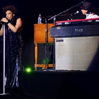 Macy Gray Performs During Her 14th Anniversary - On How Life Is - macy-gray-performs-during-her-14th-anniversary-20