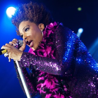 Macy Gray in Macy Gray Performs Live