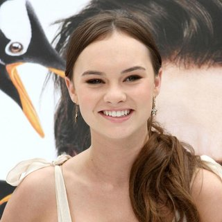 Madeline Carroll in Premiere Mr. Popper's Penguins