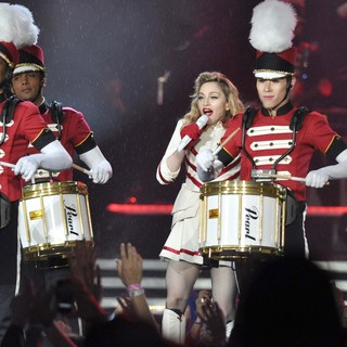 Madonna Performing of Her MDNA World Tour - madonna-mdna-world-tour-30