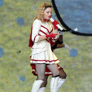 Madonna Performing of Her MDNA World Tour - madonna-mdna-world-tour-33