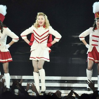 Madonna Performing of Her MDNA World Tour - madonna-mdna-world-tour-34