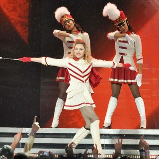 Madonna Performing of Her MDNA World Tour - madonna-mdna-world-tour-36