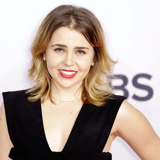 Mae Whitman in People's Choice Awards 2013 - Red Carpet Arrivals