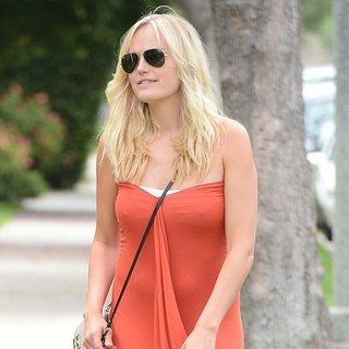 Malin Akerman in Malin Akerman Stops by A Friends House
