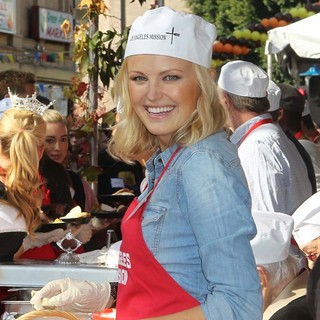 Malin Akerman in The Los Angeles Mission's Thanksgiving for Skid Row Homeless