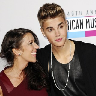 Pattie Lynn Mallette, Justin Bieber in The 40th Anniversary American Music Awards - Arrivals