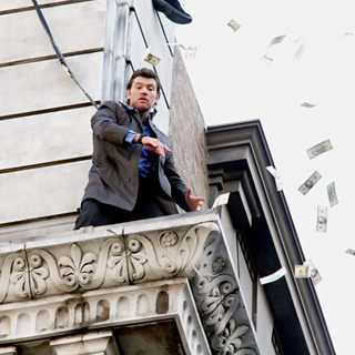 Sam Worthington Shooting On Location For New Movie 'Man on a Ledge' - man_on_a_ledge_05_wenn3109986