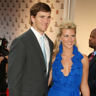 Eli Manning, Abby McGrew in 36th Film Society of Lincoln Center's Gala Tribute Honoring Tom Hanks - Arrivals
