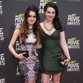 Laura Marano, Vanessa Marano in 2013 MTV Movie Awards - Arrivals