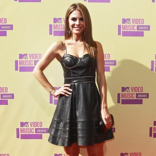 Maria Menounos in 2012 MTV Video Music Awards - Arrivals