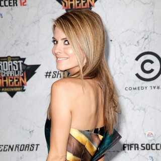 Maria Menounos in Comedy Central Roast of Charlie Sheen - Arrivals