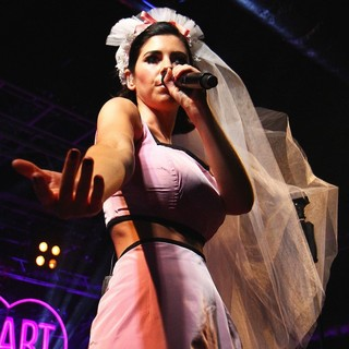 Marina and the Diamonds Performs Live