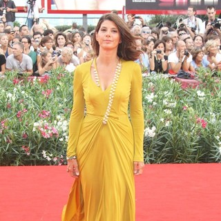Marisa Tomei in 68th Venice Film Festival - Day 1 - The Ides of March - Red Carpet - marisa-tomei-68th-venice-film-festival-04