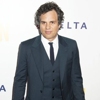 Mark Ruffalo in The New York Premiere of Begin Again - Arrivals - mark-ruffalo-premiere-begin-again-05