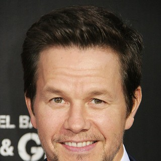 Mark Wahlberg in Los Angeles Premiere of Pain and Gain - Arrivals - mark-wahlberg-premiere-pain-and-gain-01