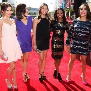 McKayla Maroney, Jordyn Wieber, Kyla Ross, Gabrielle Douglas, Aly Raisman in 2012 MTV Video Music Awards - Arrivals