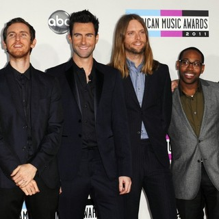Maroon 5 in 2011 American Music Awards - Arrivals