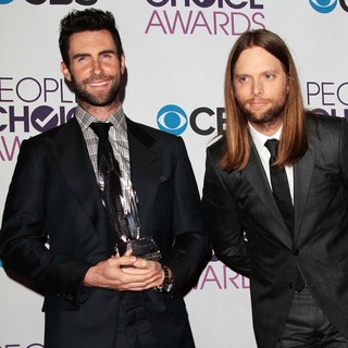 Adam Levine, James Valentine, Maroon 5 in People's Choice Awards 2013 - Press Room