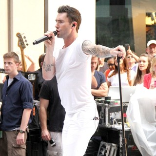 Adam Levine in Maroon 5 Perform Live as Part of The Today' Show's Concert Series - maroon-5-perform-live-today-show-03