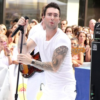 Adam Levine in Maroon 5 Perform Live as Part of The Today' Show's Concert Series - maroon-5-perform-live-today-show-05