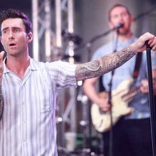 Adam Levine, Jesse Carmichael, Maroon 5 in Maroon 5 at The Today Show Toyota Concert Series