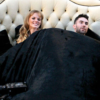 "Anne Vyalitsyna, Adam Levine in Shooting Scenes for Maroon 5's Upcoming Music Video ""Never Gonna Leave This Bed"""