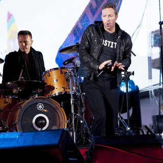 Chris Martin in World AIDS Day 2014 Concert - martin-mullen-jr-world-aids-day-2014-concert-06