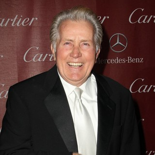 Martin Sheen in 24th Annual Palm Springs International Film Festival Awards Gala - Red Carpet - martin-sheen-24th-annual-palm-springs-international-film-festival-awards-gala-05