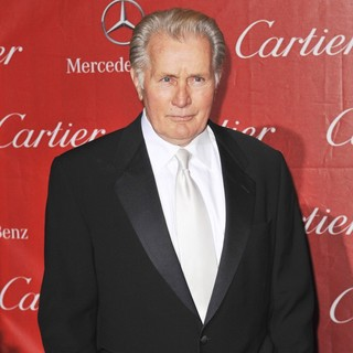 Martin Sheen in 24th Annual Palm Springs International Film Festival Awards Gala - Red Carpet - martin-sheen-24th-annual-palm-springs-international-film-festival-awards-gala-06