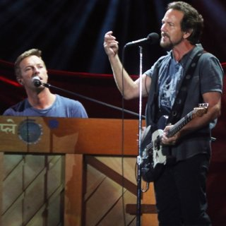 Chris Martin, Eddie Vedder-Global Citizen Festival 2016