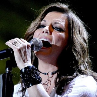 Martina McBride in CMA Music Festival Nightly Concerts - Day 3 - martina-mcbride-cma-music-festival-nightly-concerts-01