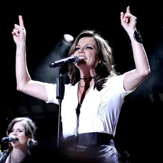 Martina McBride in CMA Music Festival Nightly Concerts - Day 3 - martina-mcbride-cma-music-festival-nightly-concerts-04