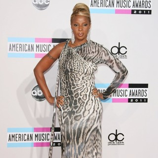 Mary J. Blige in 2011 American Music Awards - Arrivals