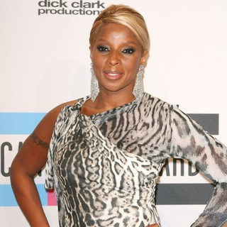 Mary J. Blige in 2011 American Music Awards - Press Room
