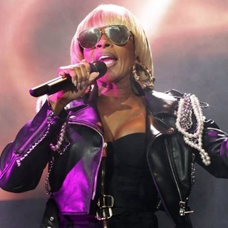 Mary J. Blige - Mary J. Blige Performing at Manchester Arena