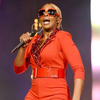 Mary J. Blige in Mary J. Blige Performs Live as Part of The Liberation Tour