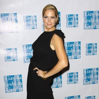 Mary McCormack in The Los Angeles Gay and Lesbian Center (LAGLC) 38th Anniversary Gala - Arrivals and Inside - mary-mccormack-laglc-38th-anniversary-gala-04