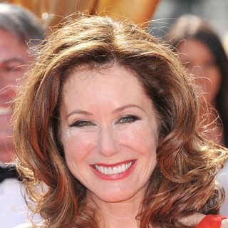 Mary McDonnell in 2011 Primetime Creative Arts Emmy Awards - Arrivals - mary-mcdonnell-2011-primetime-creative-arts-emmy-awards-01