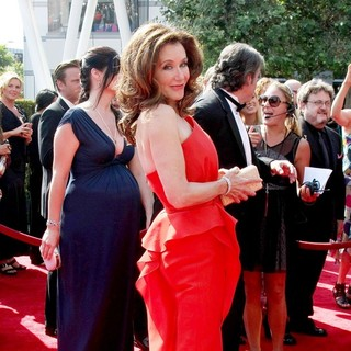 Mary McDonnell in 2011 Primetime Creative Arts Emmy Awards - Arrivals - mary-mcdonnell-2011-primetime-creative-arts-emmy-awards-03