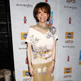 Mary Tyler Moore in Broadway Barks: The 11th Annual Dog and Cat Adopt-a-thon
