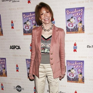 Mary Tyler Moore in Broadway Barks: The 12th Annual Dog and Cat Adopt-a-thon