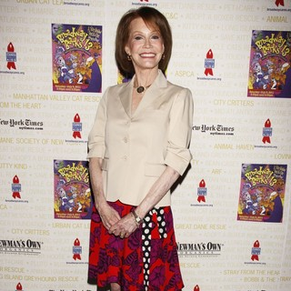 Mary Tyler Moore in Broadway Barks: The 13th Annual Dog and Cat Adopt-a-thon